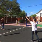 Игры в волейбол в летнем лагере в Москве - Шале в Измайлово.